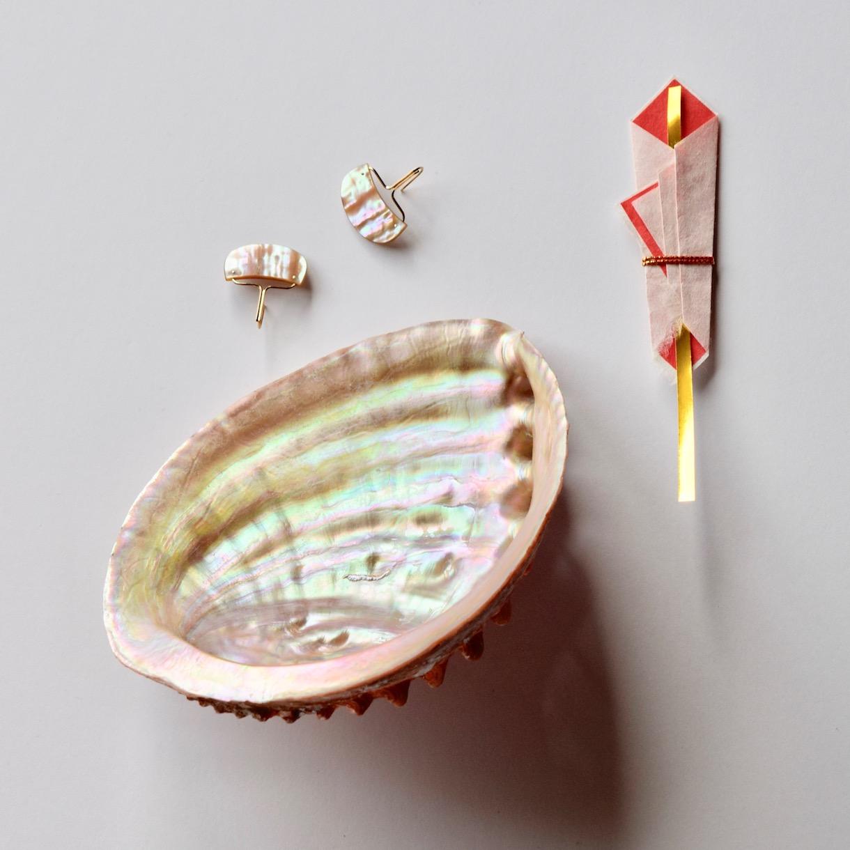 あわびの貝殻のピアス
